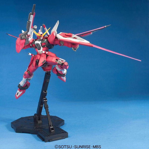Bandai 1/100 MG ZGMF-19A Infinite Justice Gundam with weapons 1