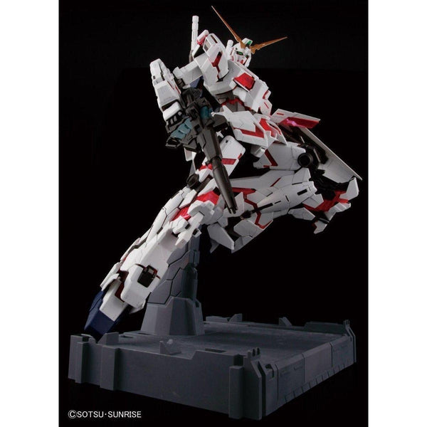 Bandai 1/60 PG RX-0 Unicorn Gundam (without LED) action pose