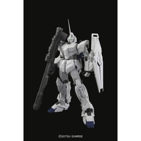 Bandai 1/60 PG RX-0 Unicorn Gundam (without LED) all white pose 1
