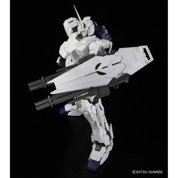 Bandai 1/60 PG RX-0 Unicorn Gundam (without LED) all white with shield