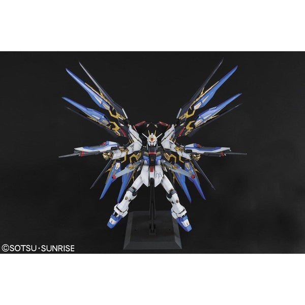 Bandai 1/60 PG Strike Freedom Gundam front on pose with super dragoons