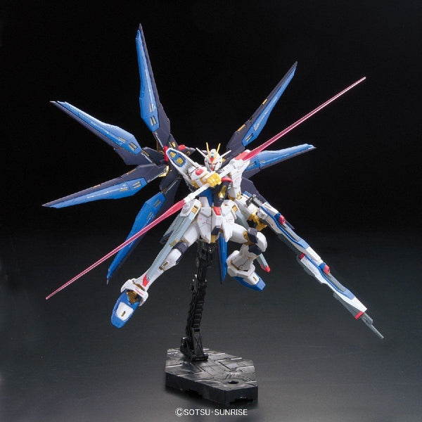 Bandai 1/144 RG Strike Freedom Gundam Z.A.F.T. Mobile Suit ZGMF-X20A action pose 2