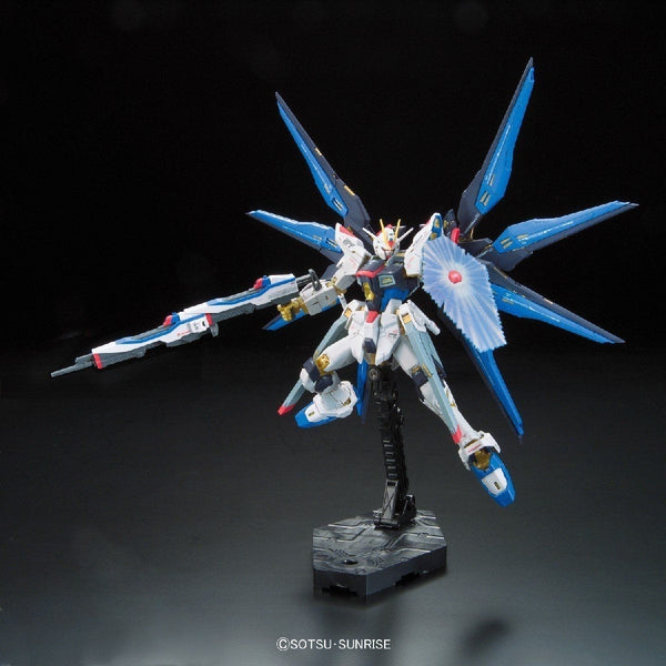 Bandai 1/144 RG Strike Freedom Gundam Z.A.F.T. Mobile Suit ZGMF-X20A action pose 4
