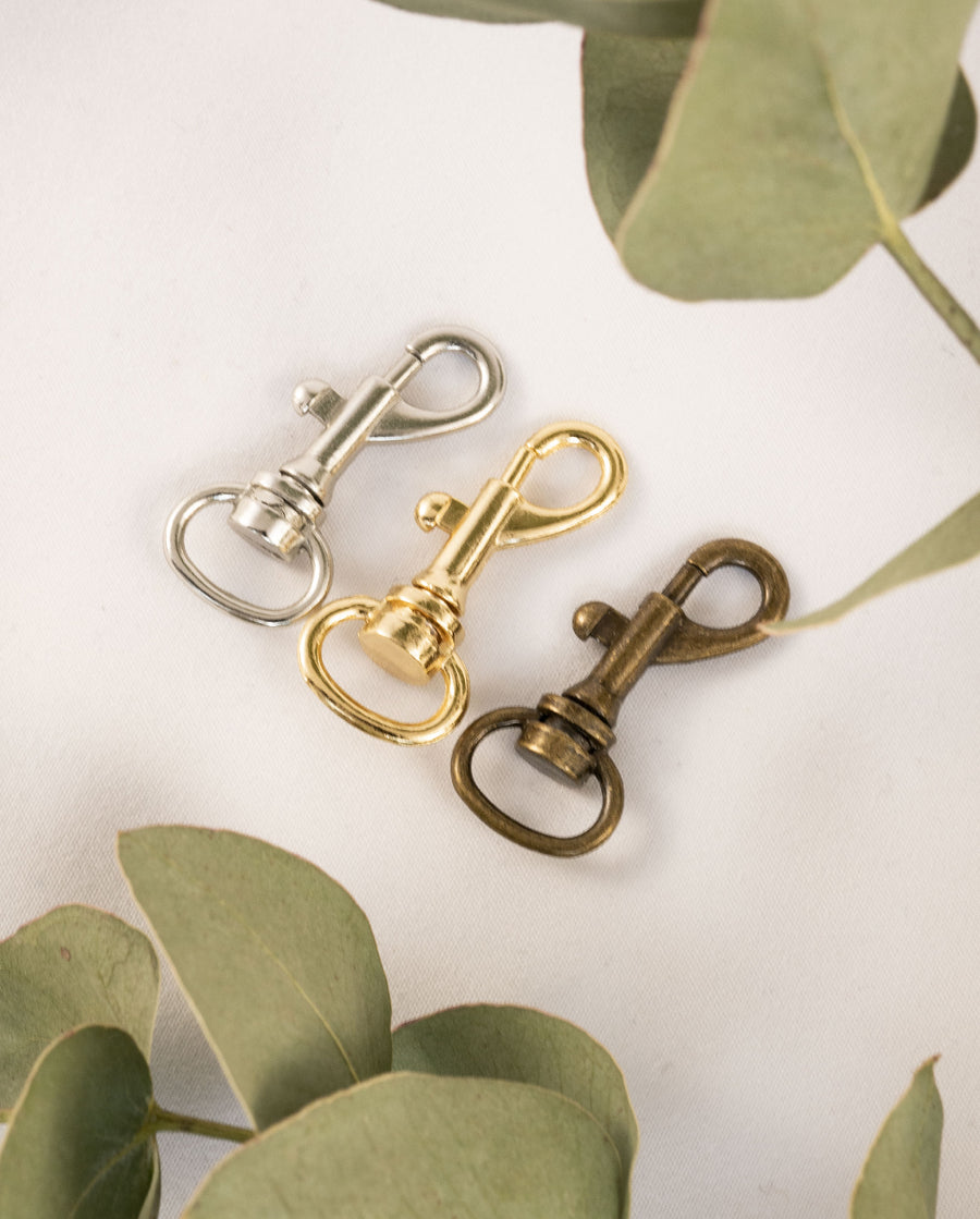 Small clasps, gold