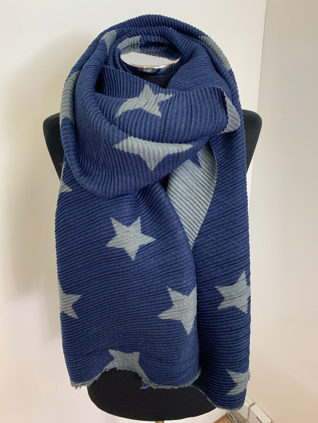 Reversible Star Print Ripple Effect Soft Scarf