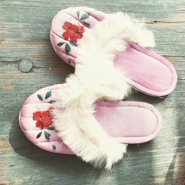 Stunning set of Pajama's and Slippers in box size 3-4