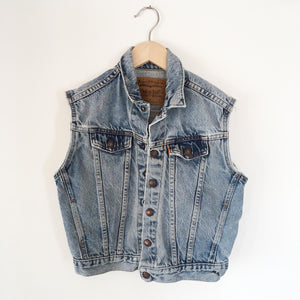 Levis preloved vest size 6-8