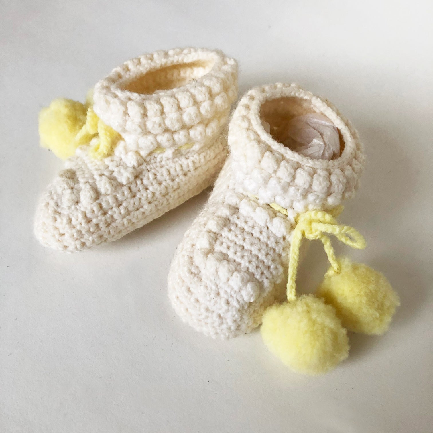 Sweet Vintage Hand knit Baby Booties Size 0-2 months