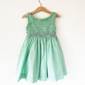 The perfect Smocked green dress size 2T-3T