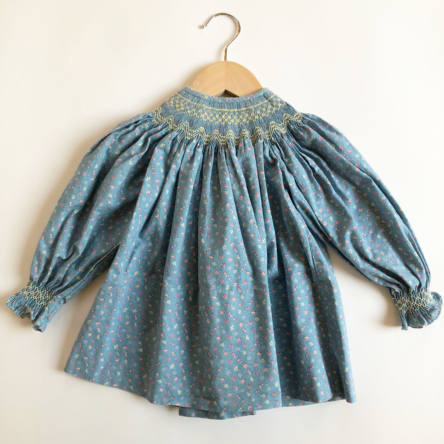 Sweet Little Ditsy Smocked Dress size 12-24 months.