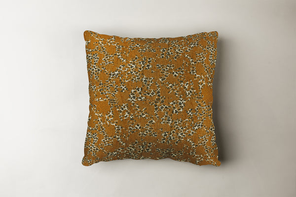 "SERENGETI Pillow Pillow Catwalk Butterscotch / 16""x16"" Whom. Home"