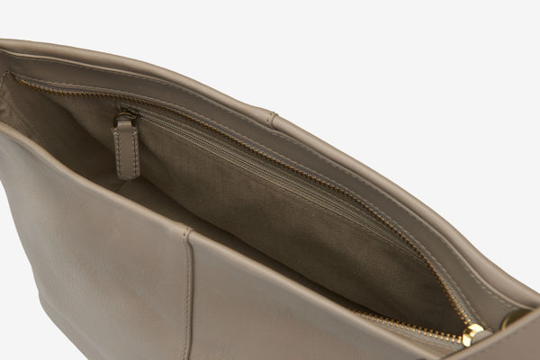 ro Carrack Clutch | Urban Leather Bags & Accessories | robags.com