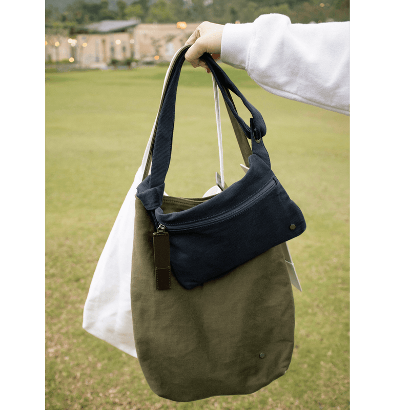 ro Small Delivery Bag | Urban Leather Bags & Accessories | robags.com