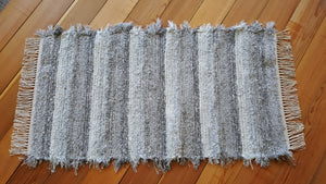 "24"" x 44"" Gray & White U. S. HAND WOVEN Small Area Rag Rug"