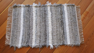 "24"" x 37"" Gray & White U. S. HAND WOVEN Small Area Rag Rug"