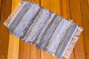 "20"" x 31"" Grey & Purple U.S. HAND WOVEN Small Area Rag Rug"
