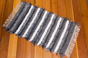 "24"" x 35"" Grey & White U.S. HAND WOVEN Small Area Rag Rug"