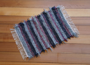"20"" x 29"" Charcoal, Red & Blue Gray U. S. HAND WOVEN Small Area Rag Rug"