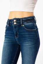 Load image into Gallery viewer, KanCan Distressed Jeans