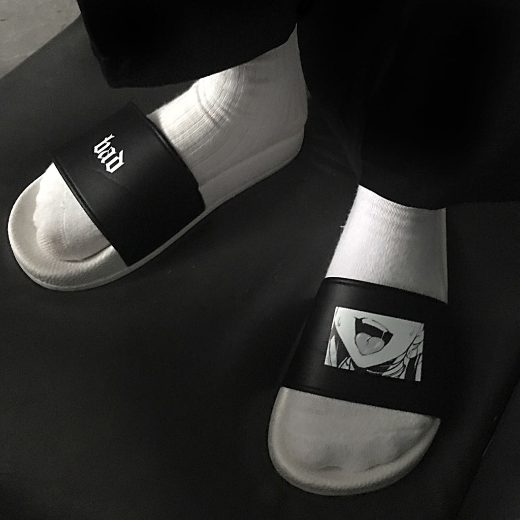 Black and white slippers KF9220