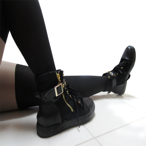 Studded Buckle Sneakers KF30009