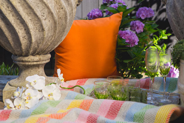 Outdoor furniture settings and decorating for summer