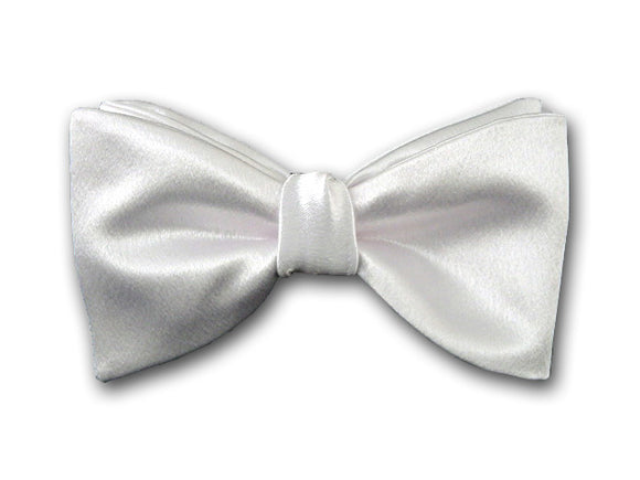 Formal solid white silk bow tie for men.