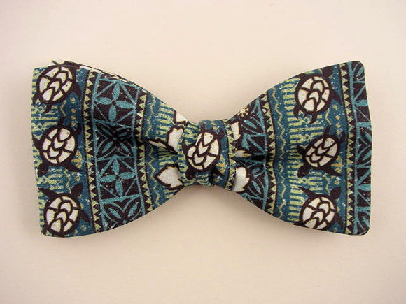 Sea Turtle Bow Tie - Hawaiian turtle bow tie.