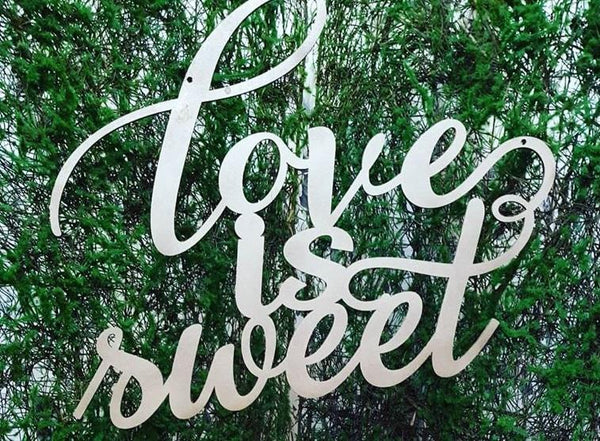 "Decoratiune panou floral ""Love is sweet"""