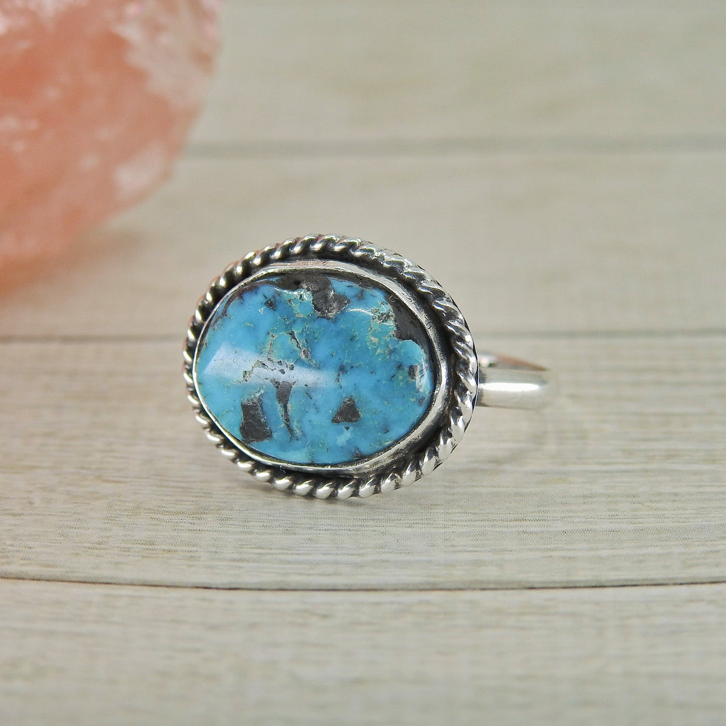 Kingman Turquoise Ring - Size 8 - Sterling Silver - Gem & Tonik