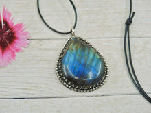 Load image into Gallery viewer, Blue Labradorite Pendant - Gem & Tonik