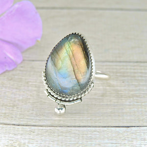 Rainbow Labradorite Ring - Size 12 - Gem & Tonik
