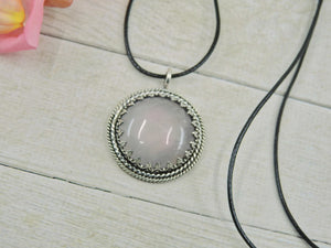 Round Rose Quartz Pendant - Gem & Tonik