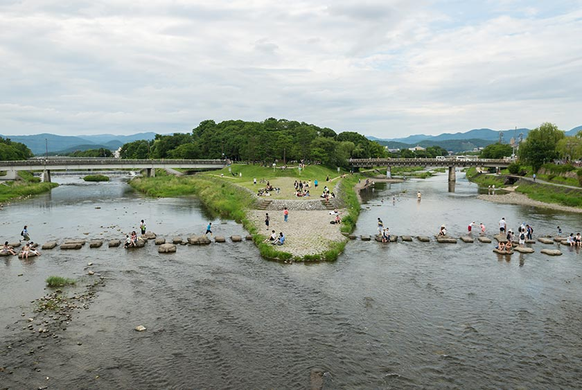 The Kamo river splitting into two at Demachiyanagi.