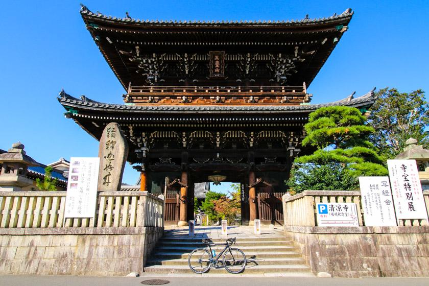 The Seiryō-ji Temple which we pass on our cycling route.