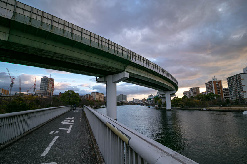 The beautiful cycling path along the Oo river in Osaka.