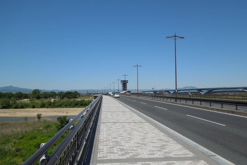 The bridge taking you to the Katsura river on the Osaka to Kyoto cycling route.