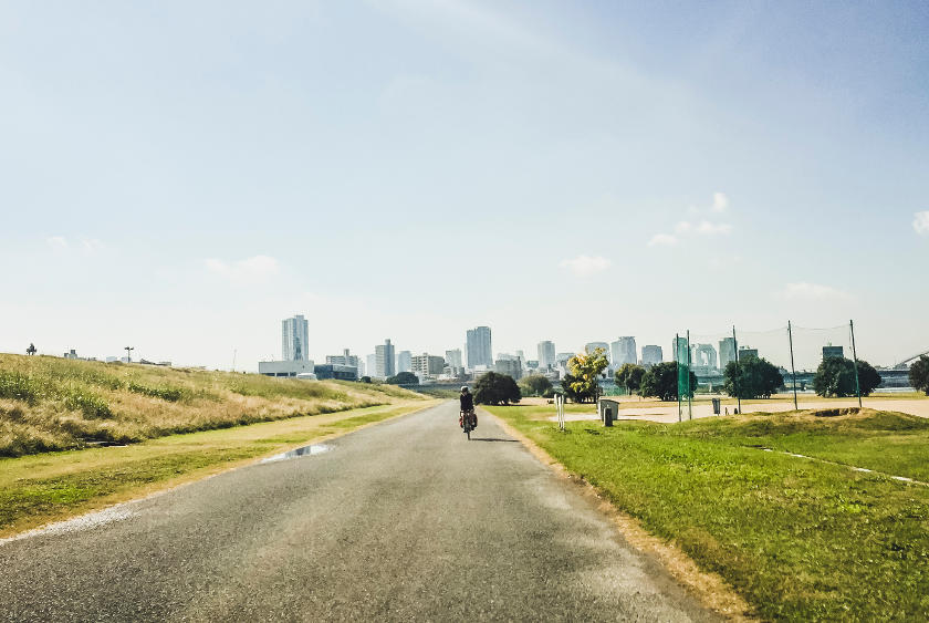 The cycling path on the Yodo river on the Osaka to Kyoto cycling route.
