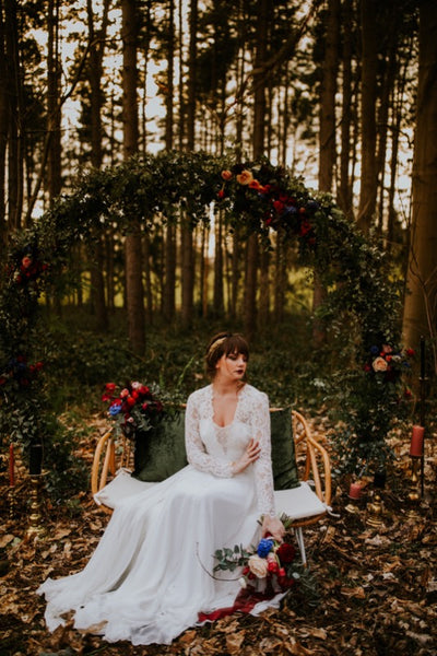 Backdrop / Wedding arch circle ©Leentje Loves Light