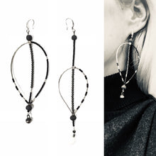 "Load image into Gallery viewer, Black porcelain and hematote light and assymeteic earrings ""November leaves"""