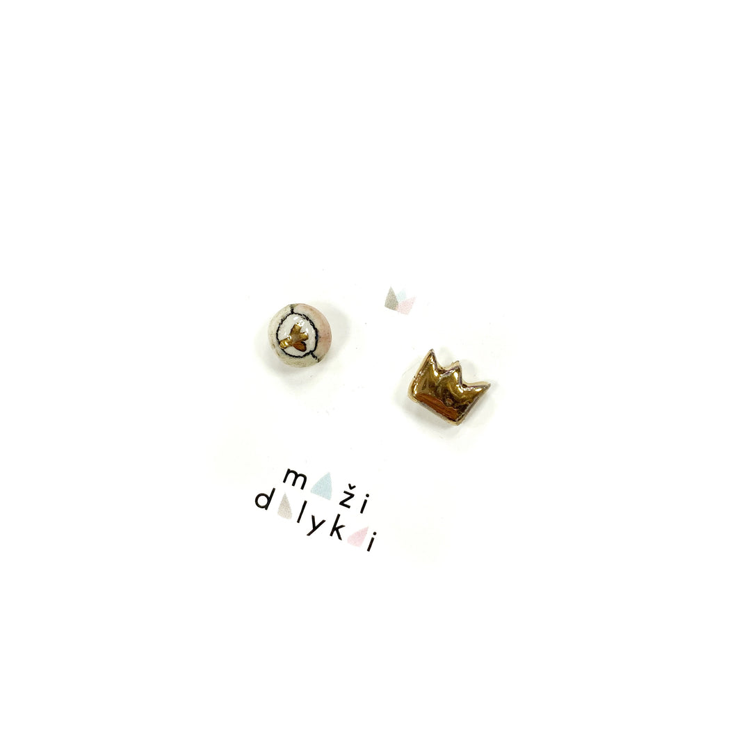Mini ceramic earrings with a golden crown