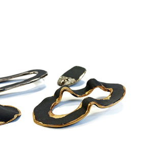 "Black porcelain assymmetric earrings ""OH"""
