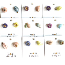 "Load image into Gallery viewer, Ceramic flowers earrings ""MOM's DAY"""