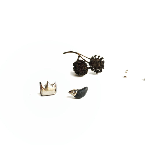 Black porcelain mismatched earrings BLACK BIRD AND ITS SILVER CROWN