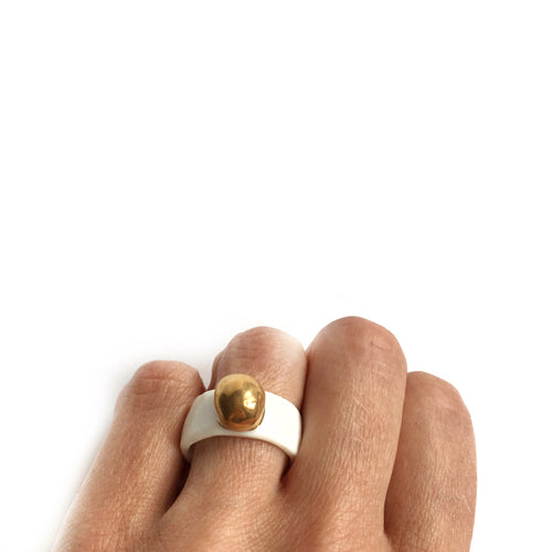 "White porcelain ring ""Golden bubble"""