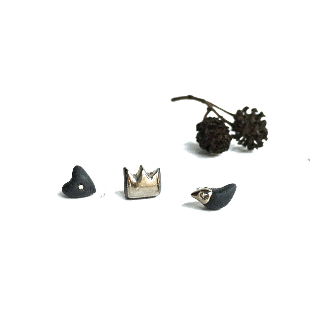 Black porcelain mismatched earrings THREE FRIENDS