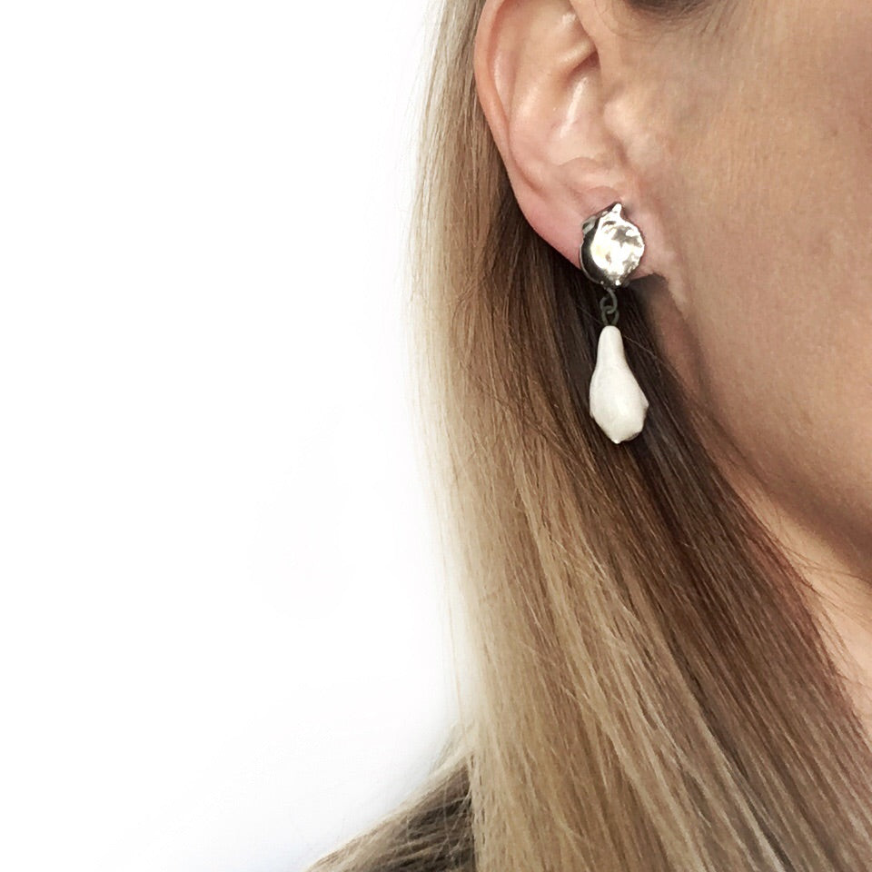 White porcelain earring, platinum