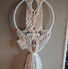Load image into Gallery viewer, Winter Cozy Selenite Macrame