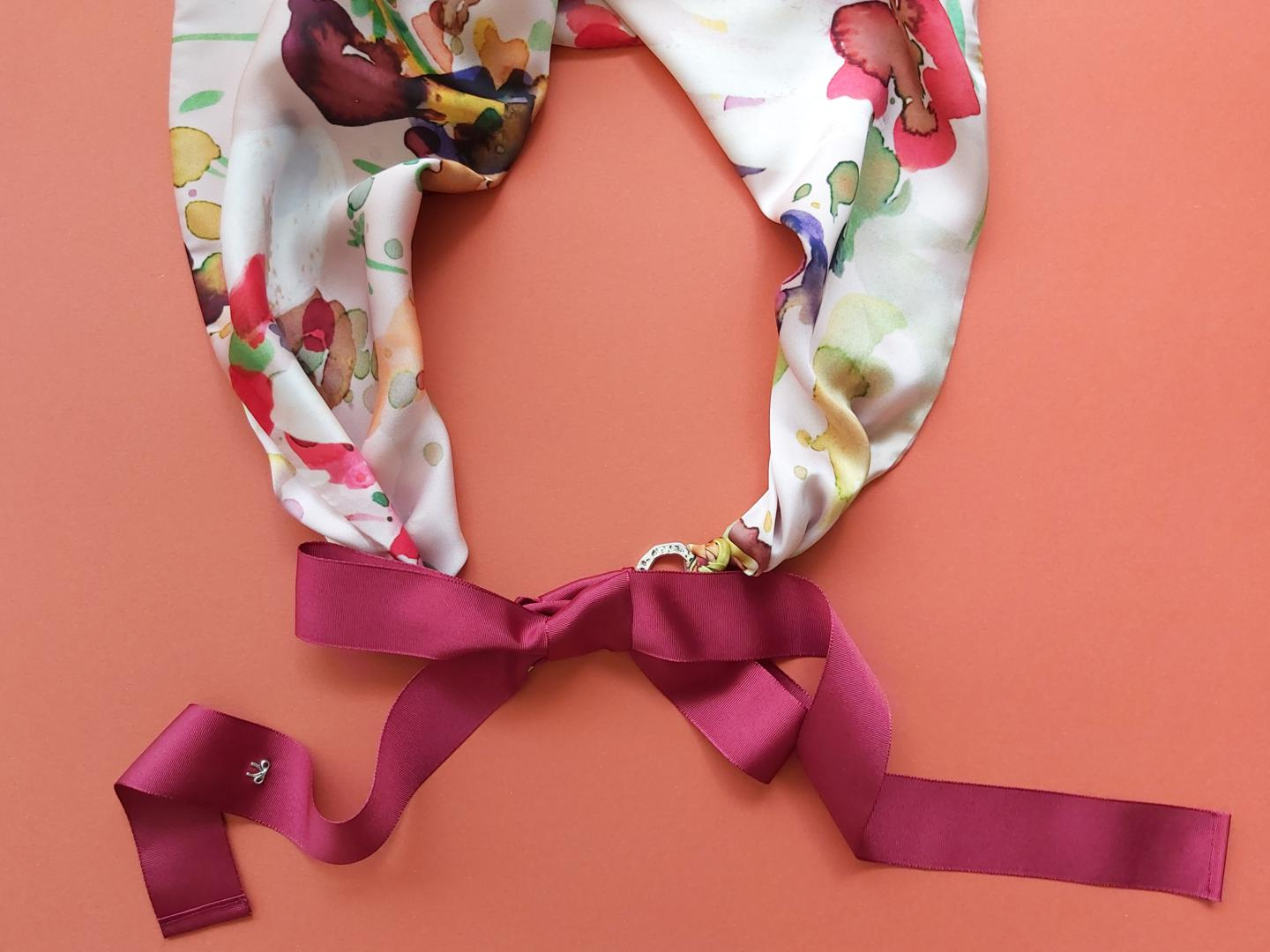 Triangle scarf Flowers of Burgundy