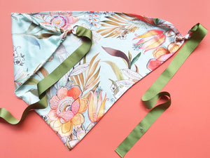 Triangle scarf Green Flowers